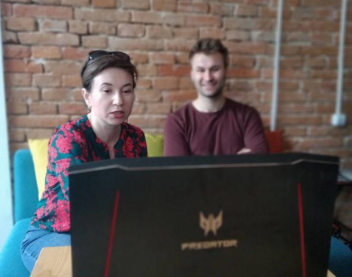 Алена Щербюк и Орест Зуб во время интервью