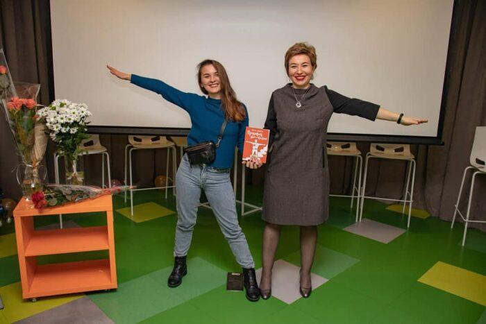 Cоломия Костишин с книгой Продавец 80го уровня